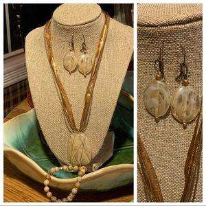 💜4/$10💜 Beige /Gold Necklace Set